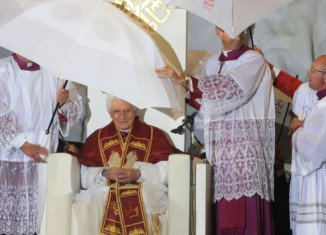 A thunderstorm has forced Pope Benedict XVI to cut short his yesterday speech during a prayer vigil at the Catholic Church of World Youth Day 2011 festival in Madrid. (