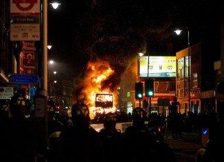 Riots on a main road in Tottenham, London