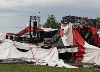 Two stages of the Belgian music festival Pukkelpop have collapsed after a sudden storm and at least 3 people died