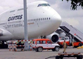 A major security breach at Sydney Airport has caused long delays for about 2000 Qantas airlines passengers