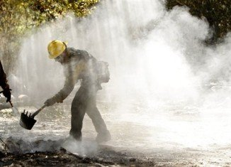 Firefighter from the Lassen National Forest cleans up hot spots in Bastrop Texas (AP Photo/Eric Schlegel)