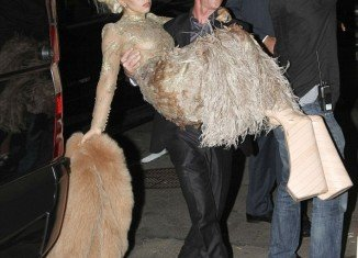 Lady Gaga carried by the bodyguard as she couldn't walk in her block heels.