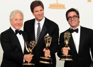 Modern Family won Best Comedy Series Emmy Award 2011, writers Jeffrey Richman and Steven Levitan and director Michael Spiller