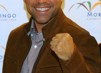 Oscar De La Hoya admits infidelity, drug and alcohol abuse and suicidal thoughts.