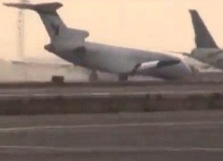 Iran Air Boeing 727-200 landed without the nose gear at Tehran's Mehrabad Airport