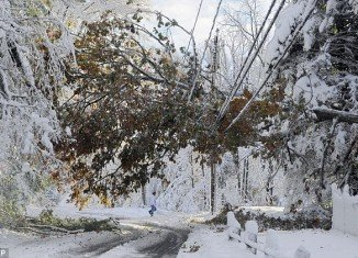 About one million people still remain powerless after five days from the unseasonable and deadly snowstorm that hit Northeast US