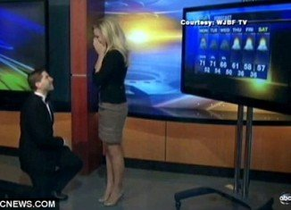 Jenna Lee Thomas, the weather forecaster of news station WJBF in Augusta, Georgia, got the surprise of a lifetime last week when her boyfriend proposed during a live broadcast