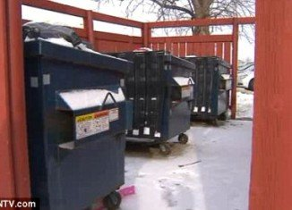 A newborn was found abandoned in a trash can in a town called Country club Hills, south of Chicago, Illinois, on Sunday