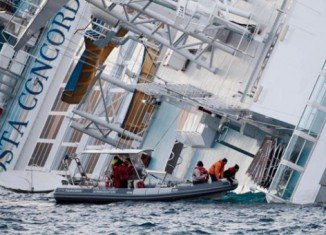 Italian rescue teams have abandoned their search for bodies inside the wrecked cruise ship Costa Concordia after conditions underwater deteriorated