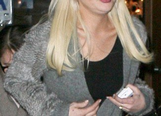 """Lindsay Lohan stepped out in New York ahead of her Saturday Night Live appearance, and showed off a very puffy """"pillow face"""""""