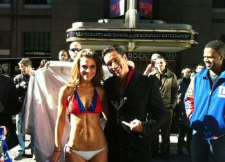 """Maria Menounos and Mario Lopez hosting """"Extra"""" show"""