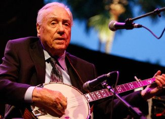 Earl Scruggs, the pioneering banjo player who is credited with helping create modern country music, has died in Nashville aged 88