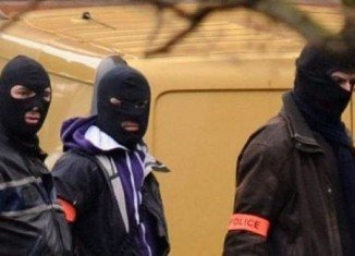 French police have surrounded Mohammed Merah's flat and are trying to persuade him to surrender