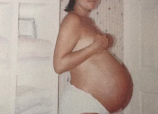 Kris Jenner posted a Demi Moore-style photograph of herself from 1987 while she was pregnant with son Rob Kardashian