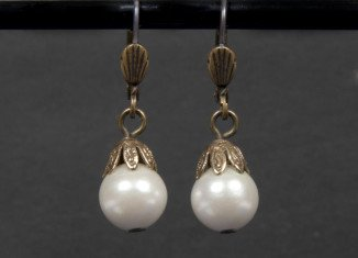 """The earrings worn by Whitney Houston in The Bodyguard are among several items that once belonged to the late singer which are to be sold by Julien's Auctions in Beverly Hills as part of their """"Hollywood Legends"""" sale"""