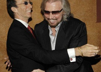 """Barry Gibb sang to Robin by his bedside and a source close to the family said this prompted """"flickers of life"""""""