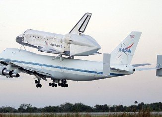 Discovery made a dramatic flypast over Washington DC on the way to its final resting place at Smithsonian