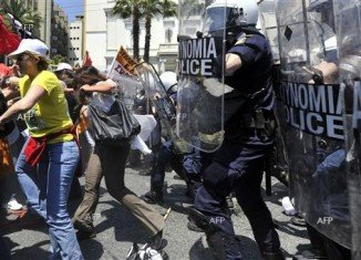 New clashes between Greek protesters and riot police took place in Athens, hours after a pensioner shot himself dead outside parliament