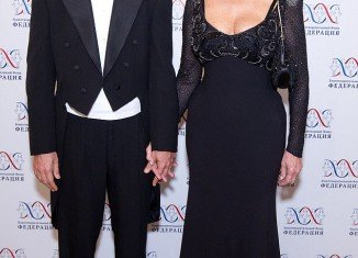 Sophia Loren is defying her age by refusing to tone down her outfits or cover up her curves