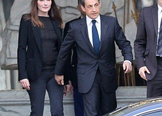 Carla Bruni will start singing live again after Nicolas Sarkozy lost presidential election