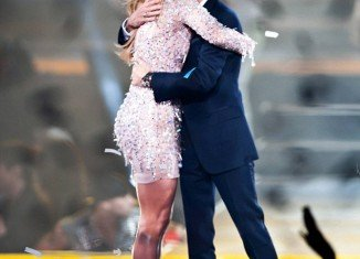 Jennifer Lopez and Marc Anthony shared an emotional reunion last night in Las Vegas as they took the stage together for their ¡Q'Viva! The Chosen show at the Mandalay Bay resort