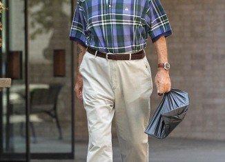 Sean Connery carried a plastic bag as he ran errands around Manhattan