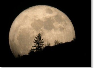 The Super Moon, or the year's biggest full moon, will delight all on 5th of May, 2012, starting from 23.35 EST
