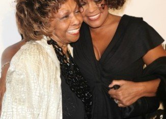 """Cissy Houston has agreed to write a book about Whitney Houston that will give fans """"something to treasure"""""""