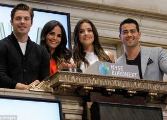 The cast of the new version of Dallas yesterday got the opportunity to quite literally ring in their show at the New York Stock Exchange