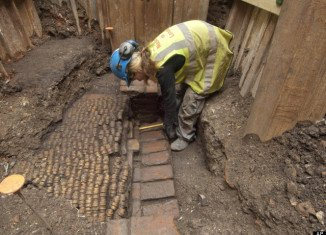 The remains of Elizabethan theatre Curtain, where some of William Shakespeare's plays were first performed, have been discovered by archaeologists
