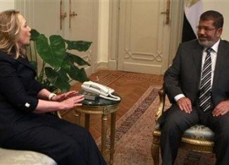 Hillary Clinton has held her first meeting with new Egypt's President Mohammed Mursi