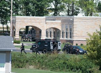 At least seven people, including a gunman, have died in a shooting at a Sikh temple in Oak Creek, Wisconsin