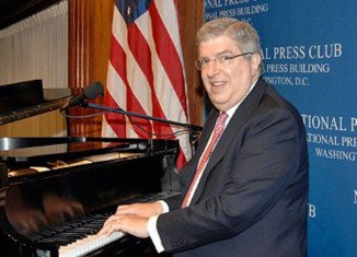 Composer Marvin Hamlisch, who wrote the scores for films and shows including The Sting and A Chorus Line, has died in Los Angeles, aged 68