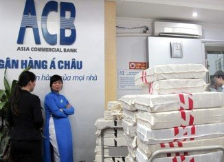 Depositors in Vietnam have withdrawn hundreds of millions of dollars from Asia Commercial Bank after the arrest of tycoon Nguyen Duc Kien