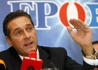 Heinz-Christian Strache posted a caricature of a banker with a hooked nose, wearing Star of David cufflinks