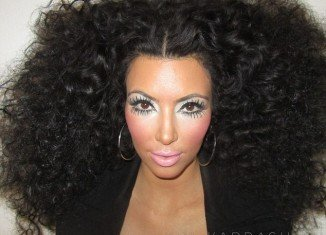 Kim Kardashian took to Twitter yesterday to post an image of herself as none other than Diana Ross