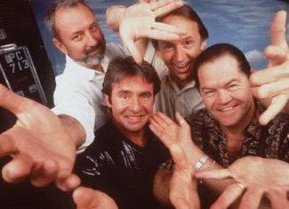 Surviving members of 60s pop band The Monkees will perform their first live shows together in fifteen years in a US tour