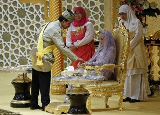 Princess Hafizah and her groom Pengiran Haji Muhammad Ruzaini exchanged their vows this afternoon in front of scores of gathered family and friends, royals and international dignitaries