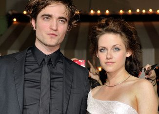 Robert Pattinson and Kristen Stewart have reportedly decided to give their romance another shot