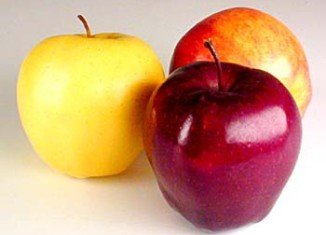 A new study suggests that eating apples each day could significantly improve the heart health of middle-aged adults in just one month