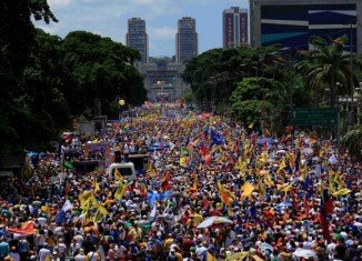 More than 100,000 people gathered in Caracas in support of Henrique Capriles