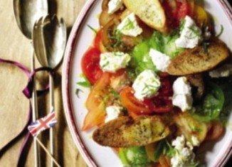 Salad and garlic toasts