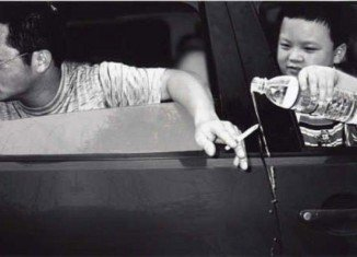 Smoking in the car is harmful to children