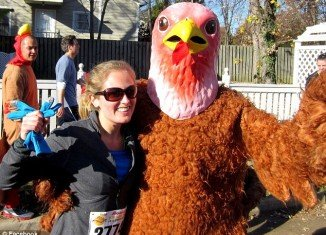 Anne Petraeus and husband Matt Mauney spend Thanksgiving Day at Turkey Trot run