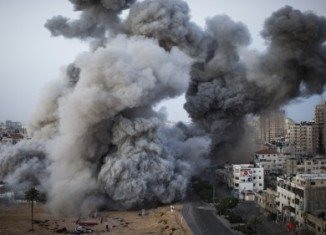 Egypt's President Mohammed Mursi, who is leading mediation efforts between Hamas and Israel, says he expects Israeli forces to end air strikes on Gaza later on Tuesday