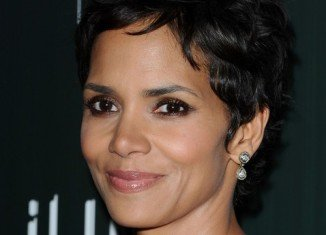 Halle Berry received a police escort on Friday as she took daughter Nahla to the theatre in Downtown Los Angeles