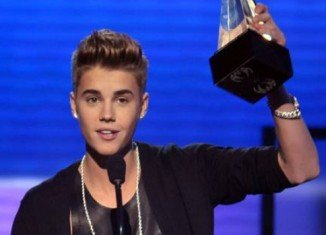 Justin Bieber won Artist of The Year at AMA's 2012