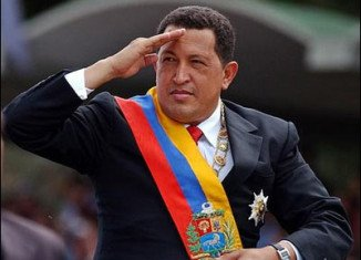 Cuban surgeons have successfully operated on Venezuela's President Hugo Chavez to remove cancerous tissue