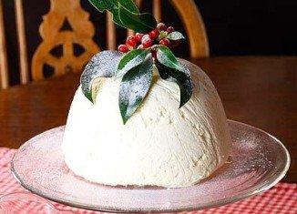 Ice cream Christmas pudding
