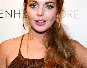 Lindsay Lohan has reportedly turned to selling off her extensive wardrobe of designer clothes as a way of raising funds